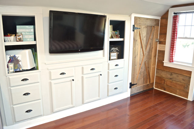 barn-craft-and-guest-space-bonus-room-storage06