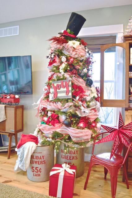 living-room-christmas-tree-and-decor02