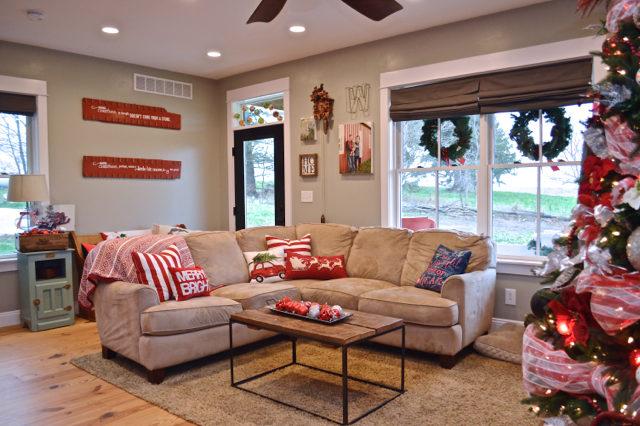 living-room-christmas-tree-and-decor07