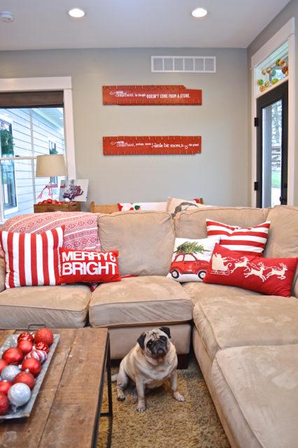 living-room-christmas-tree-and-decor09