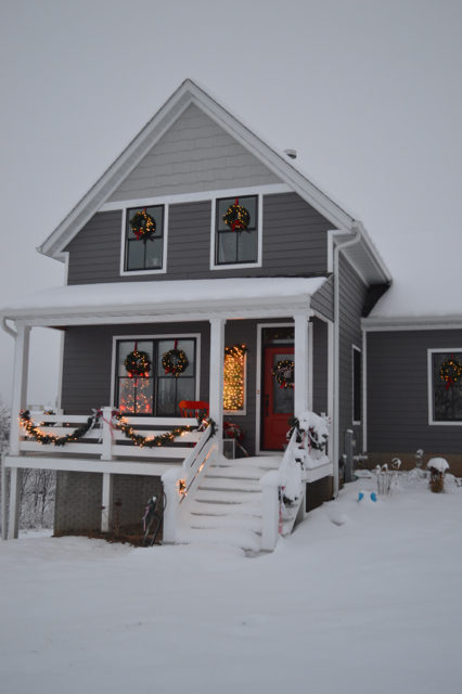 snow-day-exterior-christmas-decor1
