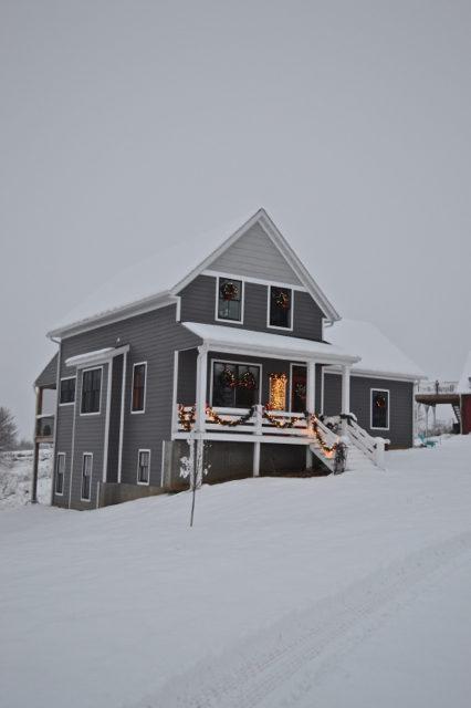 snow-day-exterior-christmas-decor2
