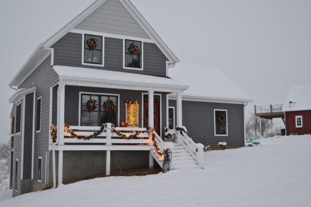 snow-day-exterior-christmas-decor3