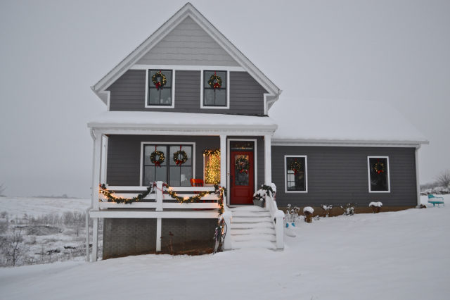 snow-day-exterior-christmas-decor4