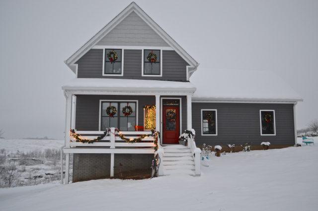 snow-day-exterior-christmas-decor4