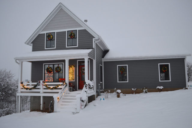 snow-day-exterior-christmas-decor5