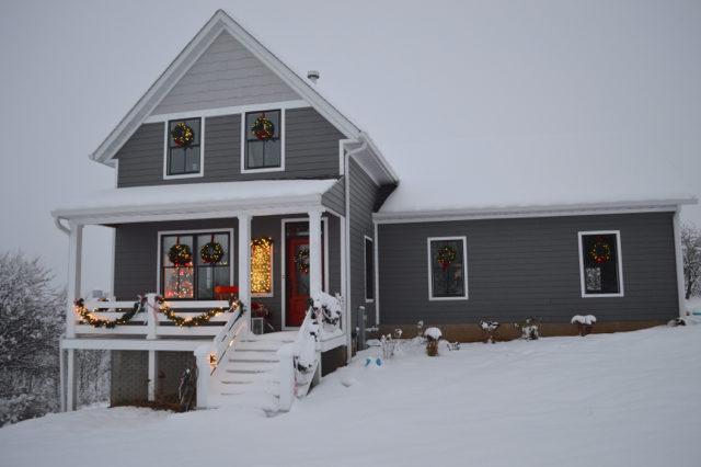 snow-day-exterior-christmas-decor5