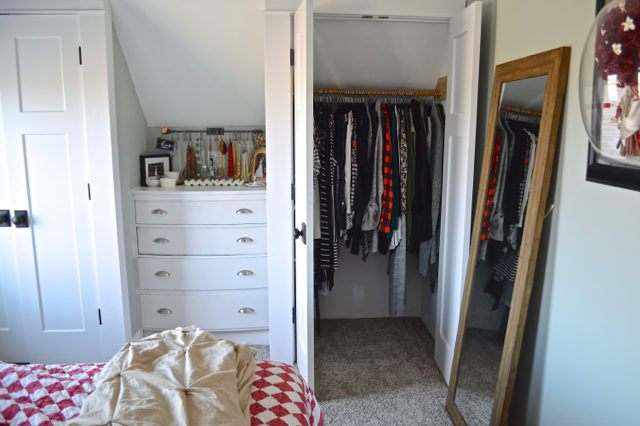 Make money by selling your clothes on Poshmark - quick tips to make money while purging1