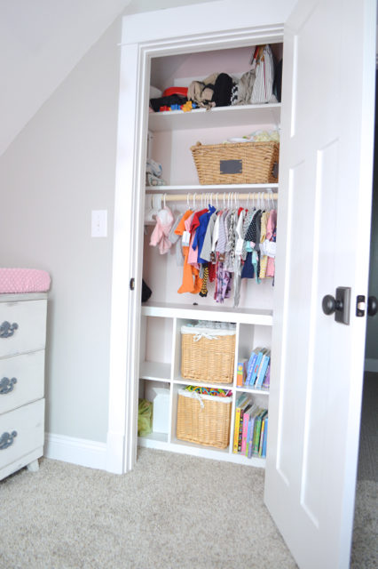 HOW TO ORGANIZE A SMALL CLOSET ON A BUDGET