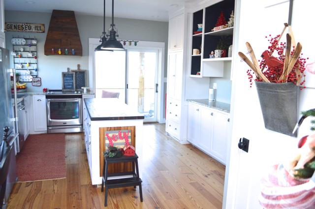 A holiday ready kitchen   NewlyWoodwards01